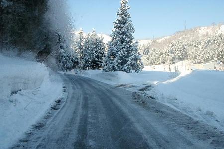 神立高原スキー場の駐車場前の道