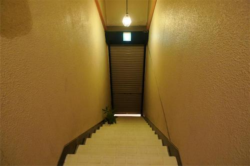 おしゃれカフェへの階段