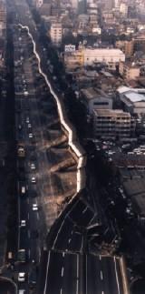横倒しになった阪神高速道路