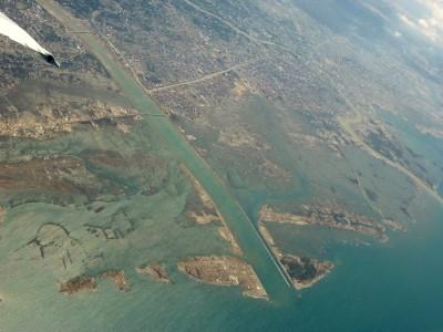 上空から見た被災直後のバンダアチェ市1