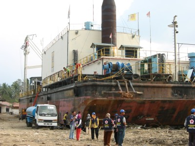 約4キロ離れた港に接岸していた船