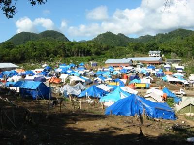 被災者が集うテント村