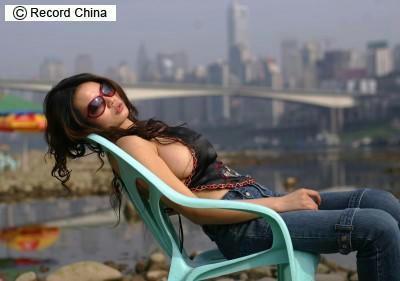 「中国芸能界一の巨乳タレント」・G妹児の最新ショット独占公開