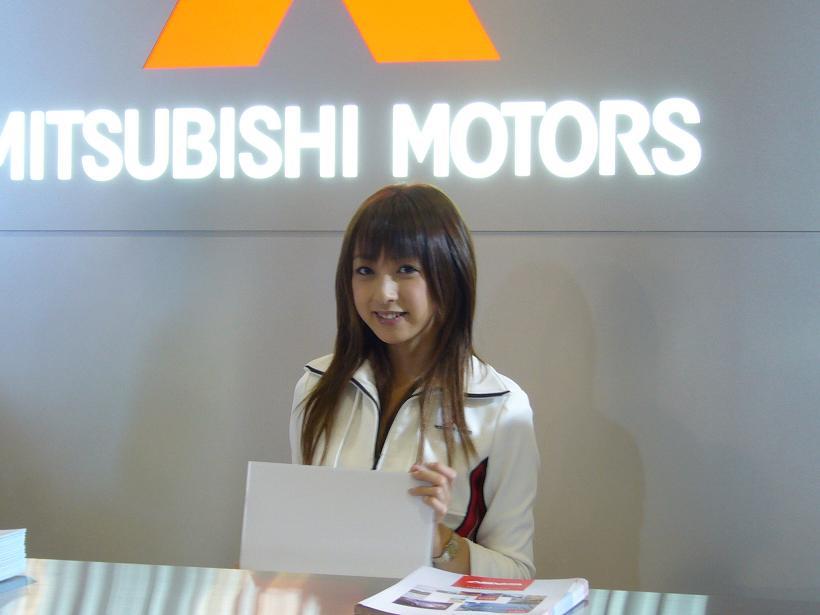三菱ブースの受付のお姉さん(2005年の名古屋モーターショー)