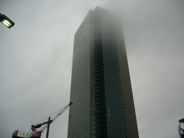 雲にかすむ、ミットランドスクエア@命駅