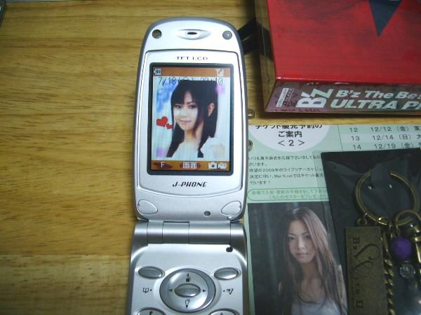旧式携帯も忘れずに。