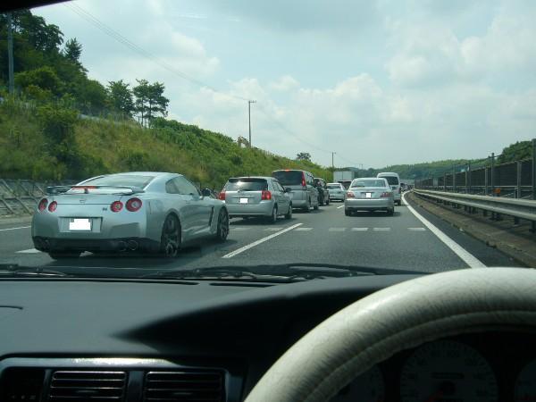渋滞中は、GT-Rと一緒(核爆)