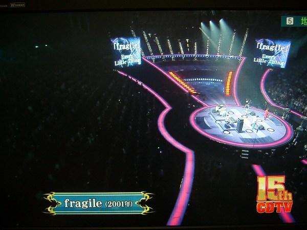 続いて名曲「fragile」を披露(センターステージです)
