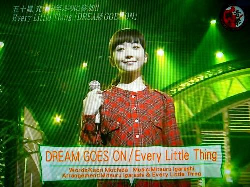 「DREAM GOES ON」を披露!