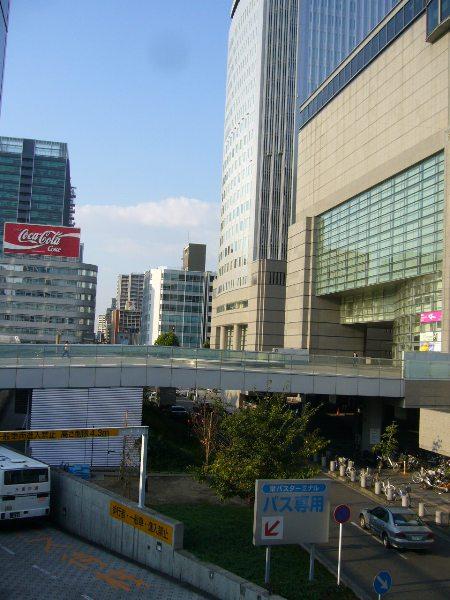 愛知県芸術劇場から、NHK放送会館を望む