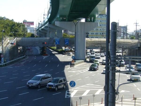 上には名古屋高速・都心環状線が走ってる!