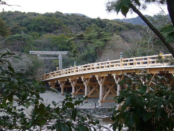 宇治橋を案内所方面から望む