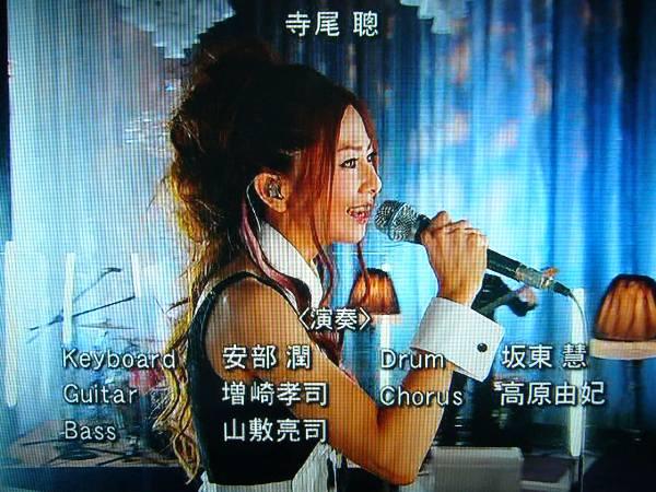 ライブでは、このツアーバンド+大賀&大楠コンビで(笑)