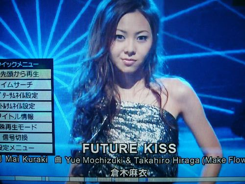 「FUTURE KISS」を披露!