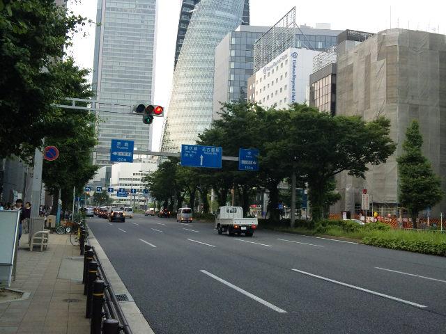 生中継会場の109シネマズ名古屋まで、大都会の中を少し歩く。