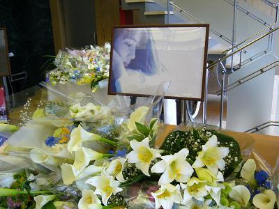 一周忌の献花会場にて(2008.5.25)