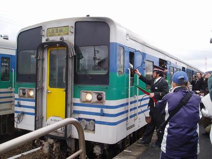 横田駅におけるタブレット交換