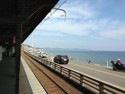 鎌倉高校前駅から望む相模湾と三浦半島