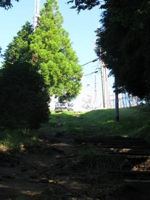 本宮山 山頂の手前の坂道