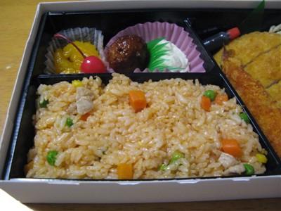 ケチャップ炒飯、フルーツ、肉団子