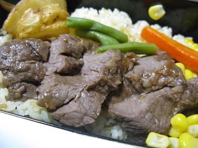 神戸のステーキ弁当 おかずの拡大写真