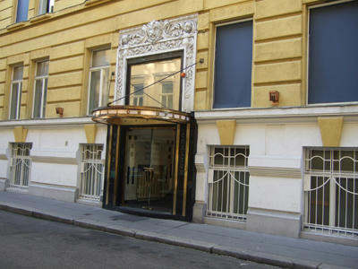 カールトンオペラ入口