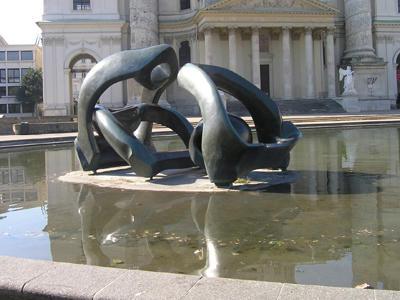 ムーアの彫刻
