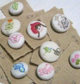 手刺繍くるみボタン