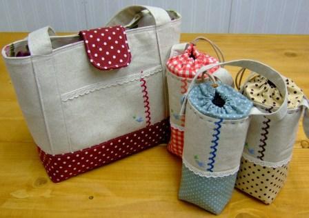 クロスステッチ刺繍のバッグ&ペットボトルホルダー