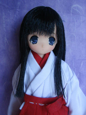 杏さん(巫女服)