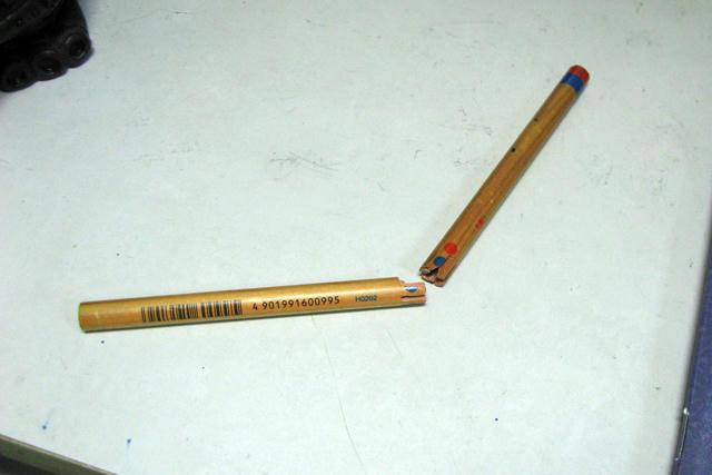 鉛筆折られた1