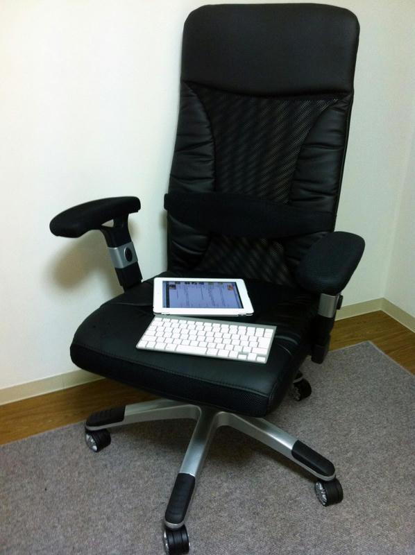 机と椅子が来ました1