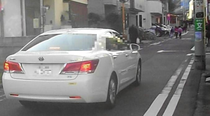 歩行者専用を無視する世田谷学園職員の乗用車