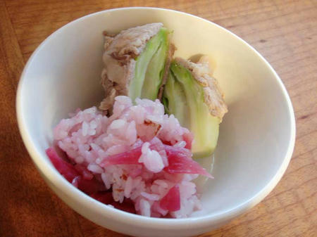 紅芯大根のさくらご飯と蕾菜の肉巻き