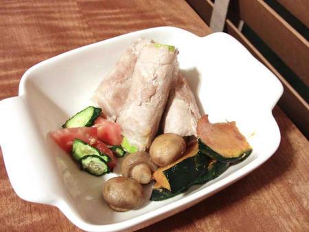 ズッキーニの肉巻きと干し野菜料理