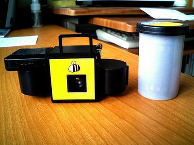 ハチカメラ