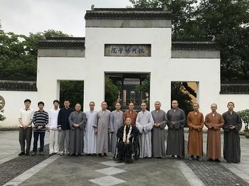 杭州仏学院の学生達と共に