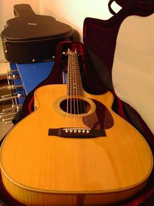 とても良い鳴りをするんです、千葉さんのギター。