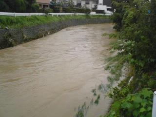 集中豪雨の川
