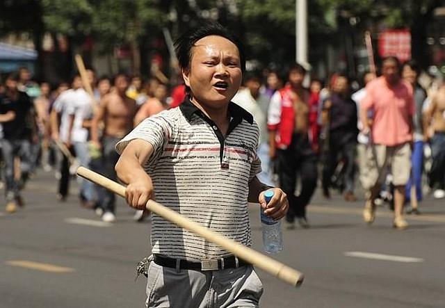 ウイグルでの中国人暴徒