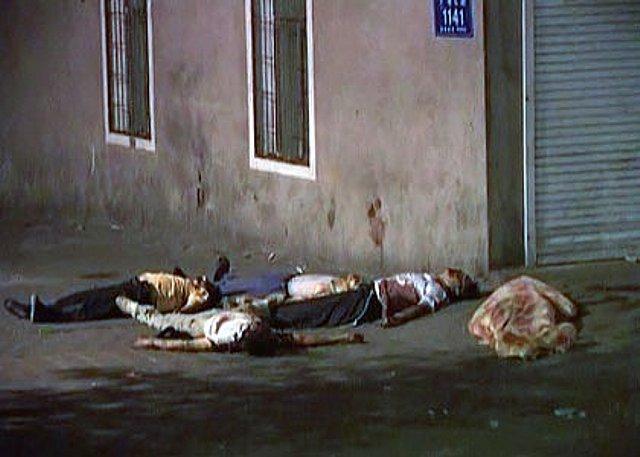 射殺されたと思われる多数の遺体