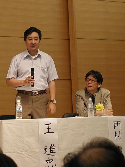 ジャーナリスト西村幸祐氏(右)と欠席された石平氏の代理として急遽参加されたラジオFREE ASIAのジャーナリスト王進忠氏