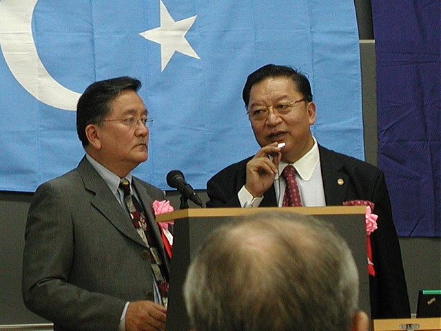 元チベット亡命政府主席大臣、現チベット100人委員会の会長、ダライラマ財団理事長テトン氏 通訳:チベット自由人権100人委員会事務局長、チベット文化研究所所長ペマギャルポ氏
