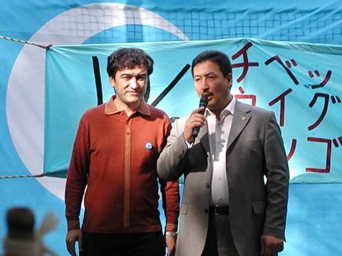 世界ウイグル会議副総裁セイント・トムトルコ氏(右)と日本ウイグル協会会長イリハム・マハムティー氏