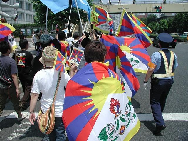 フリーチベット世界トーチリレー in NIPPONデモの様子。