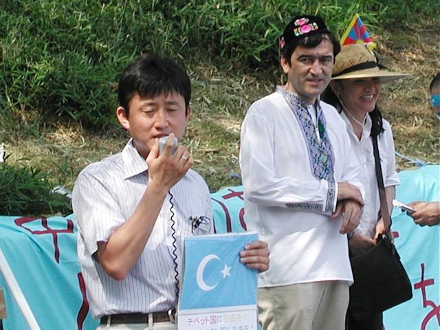 荒川区議会議員 小坂英二氏、イリハム氏、在日チベット人二世のミイナ氏