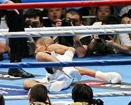 WBAライトフライ級王座決定戦 1R 亀田ダウン!