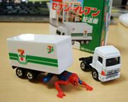 トミカ セブンイレブン配送車 ※スパイダーマンは付属しませんw