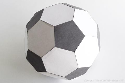 ペーパーサッカーボールの完成図の写真