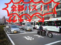 バスが連なる、長崎ではおなじみの光景です.jpg